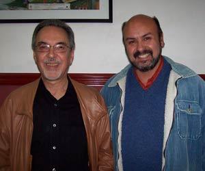 Arturo Zeballos acompañado, (a la izquierda) por el guitarrista uruguayo Eduardo Fernández