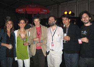 Eduardo Kohan, saxofonista argentino, junto a Juan María Solare, pianista, y otros artistas y amigos