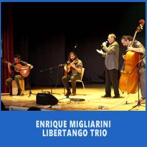 Enrique Migliarini cantando y presentando su Premio Zorzal 2017 en Vigo, Festival Argentino del día de la independencia