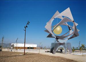 Supernova, escultura monumental realizada por Rego Curten, escutor argentino residente en España