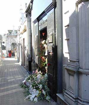 Mausoleo en el Cementerio de la Recoleta, en Buenos Aires, Argentina, donde reposan los restos de Eva Duarte de Perón, Evita
