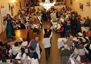 Una de las ya clásicas fiestas de La Casa de Ourense en Buenos Aires, Argentina. En ellas, el canto de la patria y terruño lejanos, España y Galicia presentes