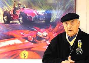 José Froilán González, piloto argentino de F1 para la marca Ferrari, en su despacho de la Consecionaria Fiat, calle Uruguay al 100, Buenos Aires, Argentina