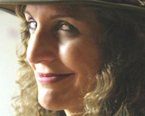 """Gabriela Mazzeo nos dice """"Hasta pronto"""" con su mirada argentina. Pronto la tendremos en España presentando su disco Lovely Café"""