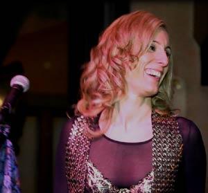La cantante, autora y compositora argentina Gaby Bistot durante uno de sus conciertos en Buenos Aires