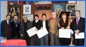 Entrega, en 2010, del nombramiento de Académico en la Academia Nacional del Tango de Argentina, de Rodolfo Ghezzi, el primero por la derecha. Se lo entregó al diploma Horacio Ferrer