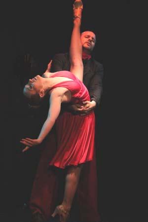 La bailarina y coreógrafa argentina Giselle Velasco en una de sus actuaciones en Europa