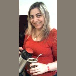 ¡Lasa costumbres no se pierden! La profesional argentina Gladys Bertolez tomándose unos mates en Tarragona, Cataluña, España, donde vive desde 2002