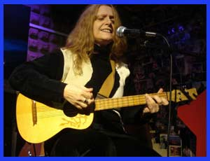 Gloria Geberovich, cantante, autora y compositora argentina. Actúa gran parte del año en España, realizando giras integrando el dúo Geberovich - Klainer