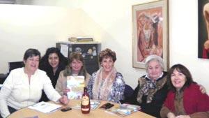 La peridosita y escritora argentina María González Rouco participando en una reunión de la Sub Comision de Comunicaciones de FEDESPA, Federación de Asociaciones Españolas de Argentina