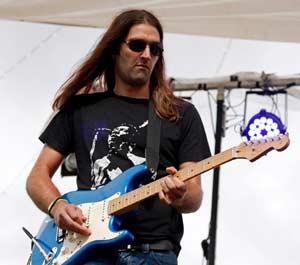 Guillermo Gagliardi, guitarrista de Montevideo, Uruguay, que reside en Galicia, España. Entrevista de Argentina Mundo www.argentinamundo.com