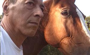 De su niñez visitando la zona cordobesa de Vicuña Mackenna, de donde es su madre, le viene a Guillermo Vendrell su amor por los caballos y la vida campestre