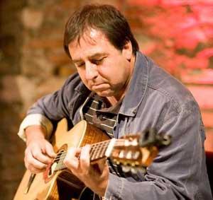 El cantautor argentino Gustavo Patanchón, que reside en Brescia, Italia, donde actúa con su conjunto Alaraíz