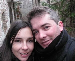 El abogado argentino y cantor de tangos Héctor Alejandro Rial Picallo junto a su esposa, Judith