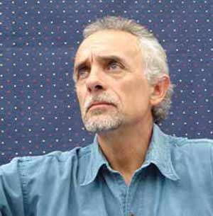 Jaime Correa Deulofeu, poeta, escritor y cantautor argentino, residente en Vigo, España. Nació en Ingeniero Jacobacci, Río Negro, Argentina
