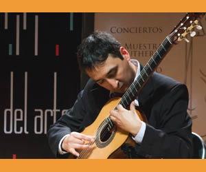 El guitarrista argentino Javier Bravo, profesor, concertista, compositor