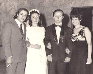 Día de boda. Jesús Alonso Olveira con familiares en Buenos Aires, Argentina