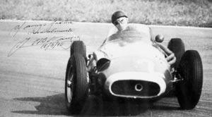 Foto autografiada de Juan Manuel Fangio, piloto argentino quntuple campeón mundial, dedicado a Jaime Tartiere, asturiano