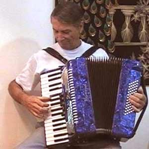 El acordeonista argentino José María Perlak, de Salto, Provincia de Buenos Aires