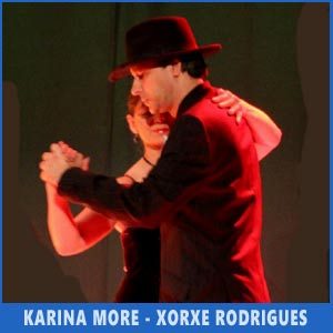 La profesora y bailarina de tango Karina More con su pareja gallega, Xorxe Rodrígues, actuando en Auditorio de Teis, Vigo, 8/7/2017