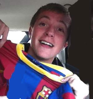 Kevin Rebuffo, joven argentino residente en la Comunidad de Madrid... manifestando su alegría por el campeonato ganado por el FC Barcelons