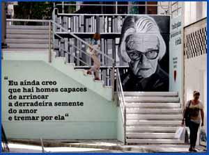 Escalera en el centro de Vigo que conecta dos calles, dedicada a María do Carme Kruckenberg, poeta viguesa