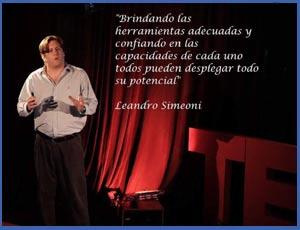 Leandro Simeoni participando en 2015 de TEDxUCA de la Universidad Católica Argentina de Buenos Aires, explicando el funcionamiento de su empresa Nómines