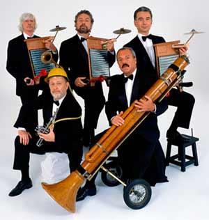 Foto de familia del elenco argentino de humor y música Les Luthiers
