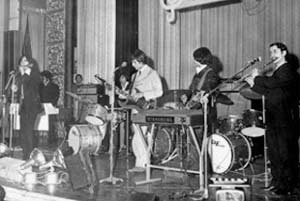 Los mentales en una actuación de finales de los sesenta, en Buenos Aires, Argentina