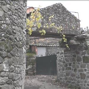 """Casa con el llamado ponte do Ruibal en el """"Lugar do Ruibal"""" de Amil, Concello de Moraña, Provincia de Pontevedra, Galicia, España"""
