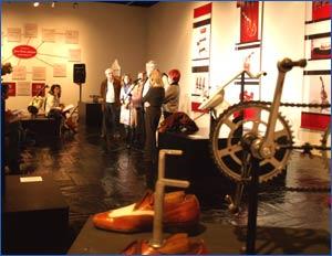Inauguración el 5 de marzo 2010 de la muestra 40 Aniversario Les Luthiers en los bajos de la Plaza Colón de Madrid - Les Luthiers es uno de los elencos de humoristas más famosos del mundo, de Buenos Aires, Argentina