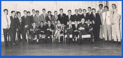 Alumnos de la Promoción 1962 de los maestros normales nacionales de la Escurla Normal 3 Mariano Moreno de Rosario, Provincia de Santa Fe, Argentina