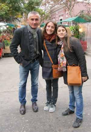 Marcelo Enrique Daghero, abogado argentino, acompañado de sus hijas, durante la visita de ambas, en España