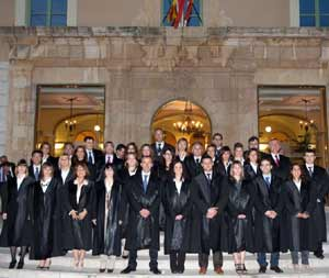 El abogado argentino Marcelo Enrique Daghero al convalidar su título de abogado y obtener el Master de Abogacía en España