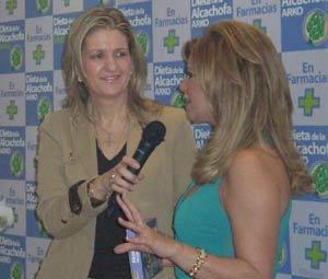 María Jesús Peláez, locutora y periodista española, presentando a su colega Terelu