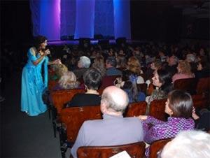 Marita Tuero, cantante argentina de Buenos Aires, en uno de sus conciertos donde interpreta temas del flamenco y cancionero español