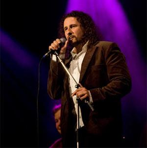 El cantor argentino de tangos Martín Alvarado, con decenas de giras realizadas por Europa y el mundo. Candidato a los Premios Lukas 2012 que se entregarán en Londres en marzo 2013