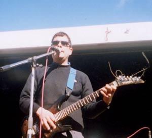 Miguel Ángel Arto, músico y cantautor argentino residente en Mar del Plata, en una de sus presentaciones en Madrid, España