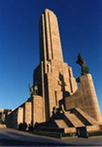 Monumento Nacional a la Bandera Argentina, en Rosario, Provincia de Santa Fe, emplazado donde el General Manuel Belgrano la hizo ondear por vez primera el 27 de febrero de 1812