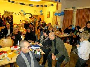 Aspecto de la Fiesta de Navidad 2012 en CAARNE, el Centro Argentino en Alemania Región NorEste, en Berlín. Momento de la entrega de regalos.