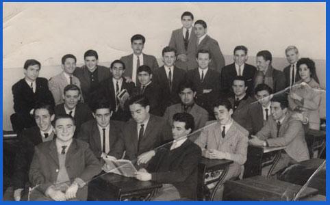 Alumnos de la Promoción 1962 de maestros en su aula de la Escuela Normal Nacional Nº 3 Mariano Moreno de Rosario, Santa Fe, Argentina