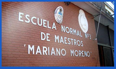Primer plano del frente de la Escuela Normal Nacional 3 Mariano Moreno de Rosario, Argentina