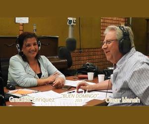 """Estudios de La 8 - LT8 Radio Rosario, AM 830, con Omar Maneh, realizador y Graciela Enríquez, locutora, durante la transmisión del programa """"Buen Domingo"""", que se difunde de 11 a 13 hs de Argentina"""