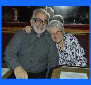 Osvaldo Parrondo, el periodista, editor y creativo argentino, junto a su esposa Luisa, en Abril 2010, durante el homenaje que le tributó la Casa Argentina en Madrid