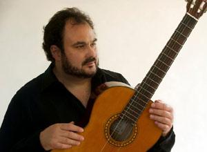 El cantante y músico argentino Pablo Mezzelani, nadico en Banfield, Provincia de Buenos Aires, Argentina