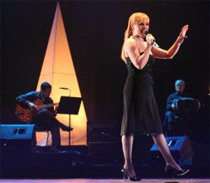Patricia Nora, cantante argentina de tango, en el homenaje anual que se ofrece a Carlos Gardel en Vigo