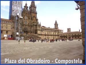 Plaza del Obradoiro con la Catedral del Apóstol Santiago en Compostela, al fondo