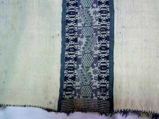 Vista del poncho mapuche del General José de San Martín. Fotografía captada por Vicente López Pérez con autorización del Museo Histórico Nacional de Buenos Aires, Argentina