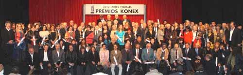 Foto de los premiados, jurados y directivos de la Fundación Konex, tras la entrega de los galardones en Artes Visuales de Argentina 2012