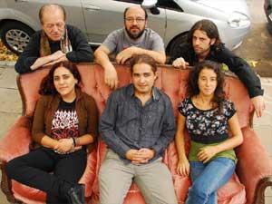 Proyecto Varuna, conjunto musical argentino, con su alma mater, Emmanuel Hervás